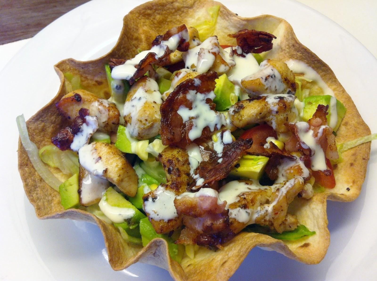Tacoskåle med cobb salat og blue cheese dressing