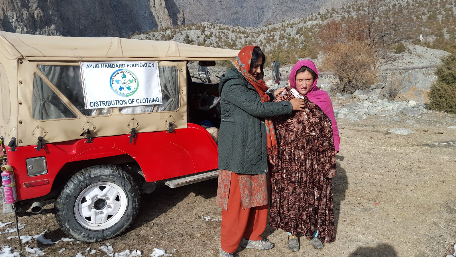 NOV 2015 CLOTH DISTRIBUTION UP TO QURUMBAR VALLEY ISHKOMEN