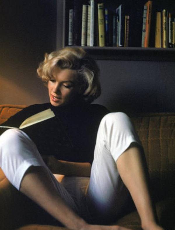Marilyn Monroe Reading…