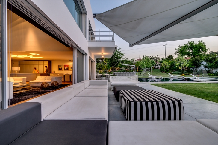"Terrace furniture in Modern Villa ""Cubes"" In Tel Aviv"
