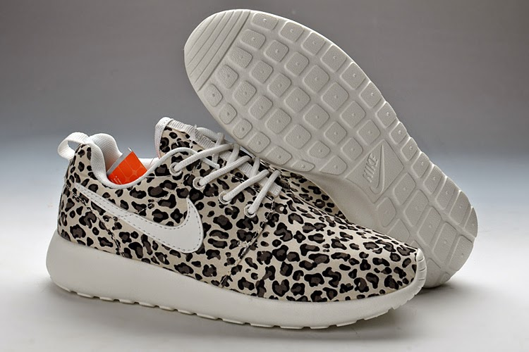 Nike Roshe Run Women Black White Casual Shoes For AUS Comfortable