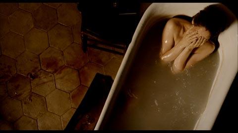 Leatitia casta dans une baignoire