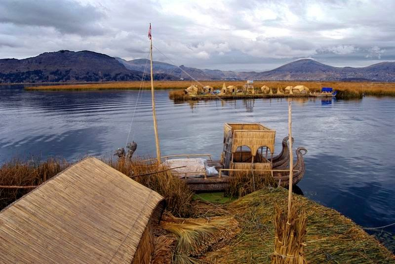 The Uros live on woven reed islands to form a floating layer called Khili , and attached to the bottom of the lake. Normally each island belongs to a family clan and is inhabited between 3-10 families.