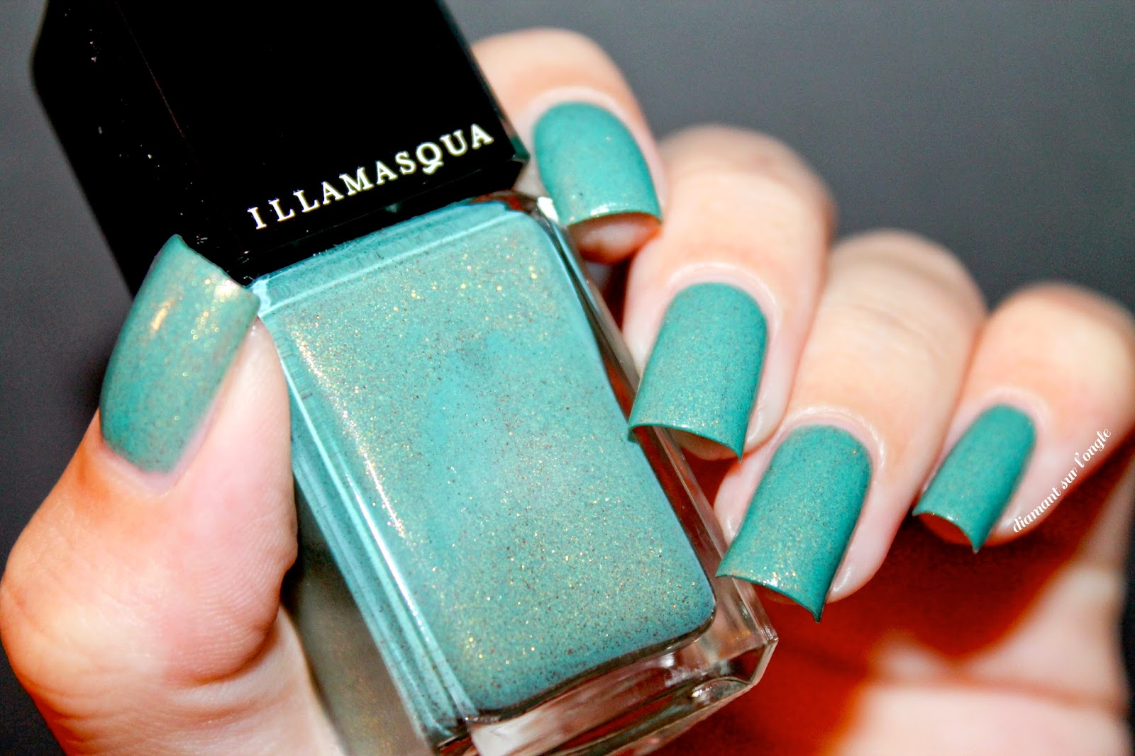 "Swatch of the nail polish ""Melange"" by Illamasqua"
