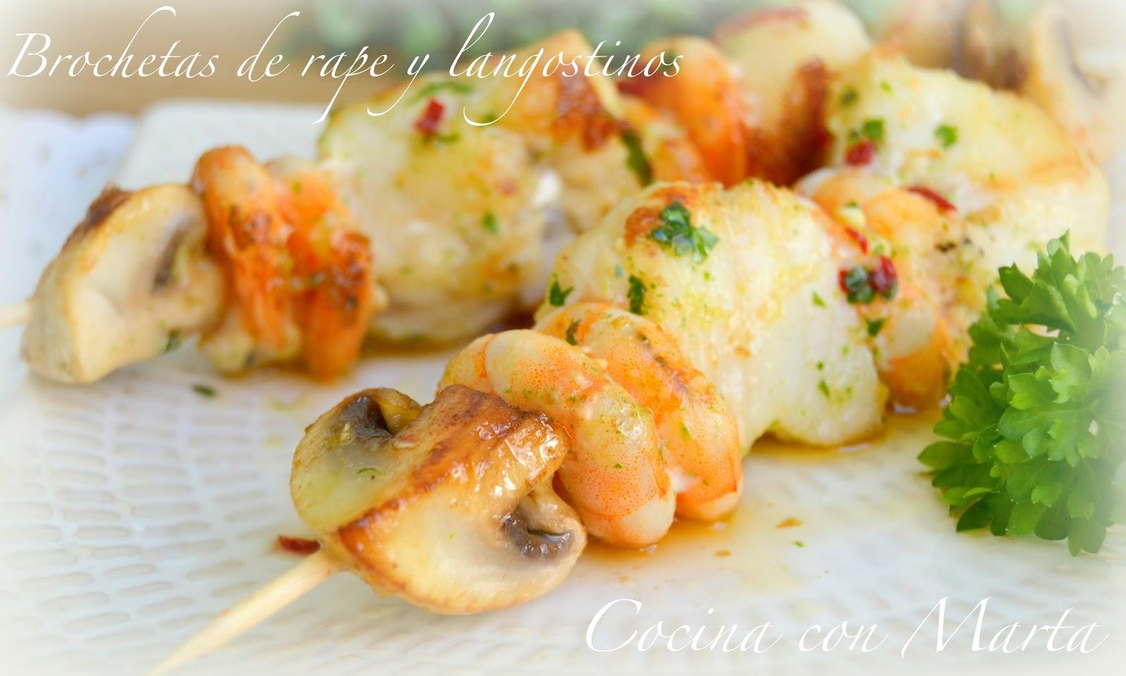 Brocheta de rape, langostinos, gambas, champiñones con vinagreta o aliño de aceite de oliva, ajo y guindilla
