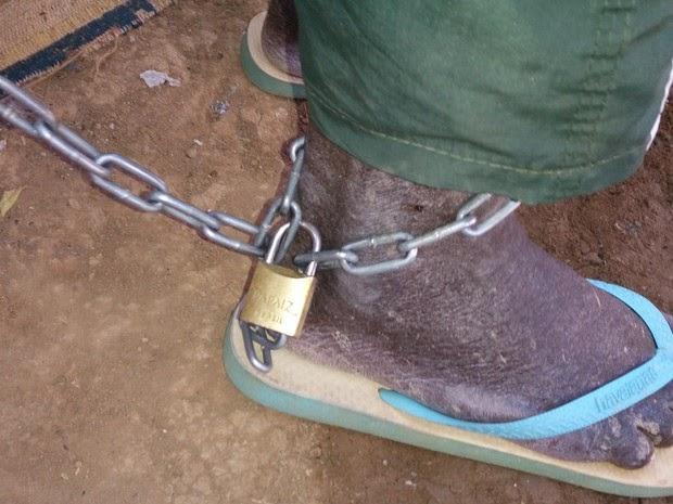 idoso-e-mantido-acorrentado-em-carcere-privado-pela-filha