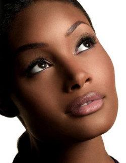 modele maquillage peau mate et noire
