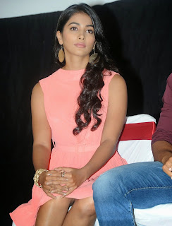 Actress Pooja Hegde Pictures in Short Dress at Oka Laila Kosam Prerelease Press Meet  60