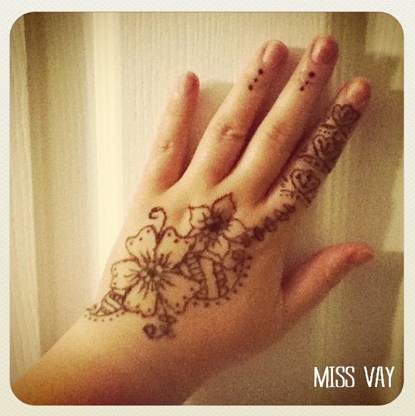 Faire son propre tatouage au henn miss vay blogue lifestyle qu b cois - Dessin de henne pour les mains ...