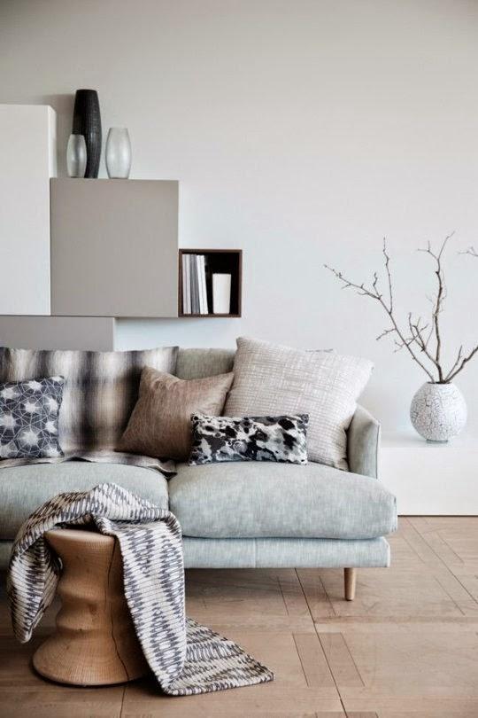 Home staging 101 6 modi per creare un bellissimo effetto - Decorare parete dietro divano ...
