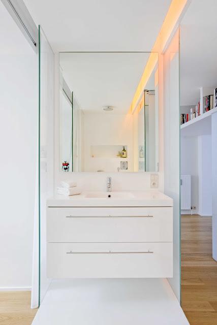 Waschraum mit Dusche in Glas zwischen Flur und Schlafraum - Intimität?