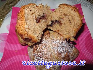 http://www.ricettegustose.it/Biscotti_piccola_pasticceria_html/Croissant_sfogliati_integrali_alla_nutella.html