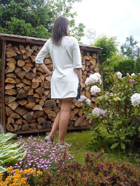 kremowa elegancka sukienka