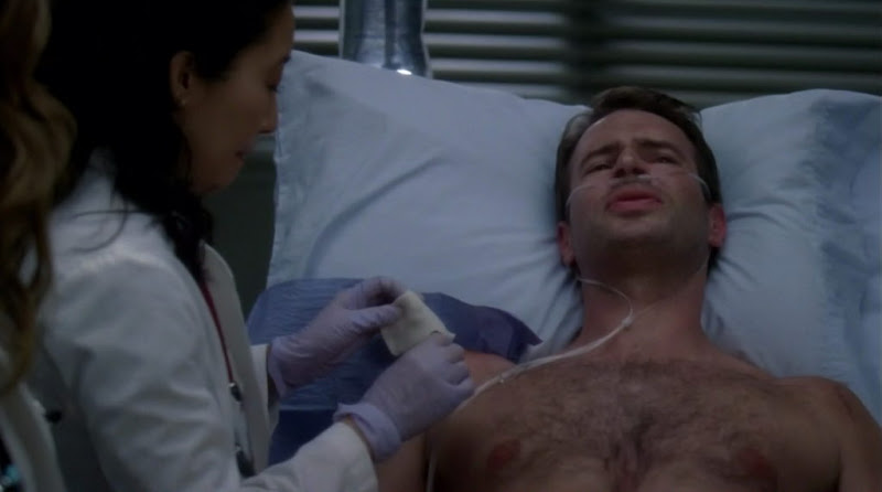 Scott Foley Shirtless on Grey's Anatomy s7e17