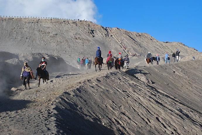 Subiendo al cráter