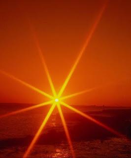 nosil bi oranžne pramene │ postal bi sonce │ na nebu noči