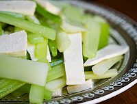 Salada de Salsão e Tofu (vegana)
