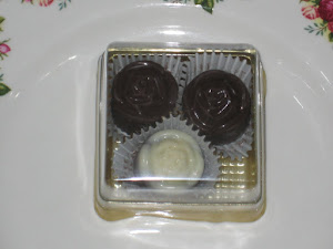 3 pcs chocs + square box