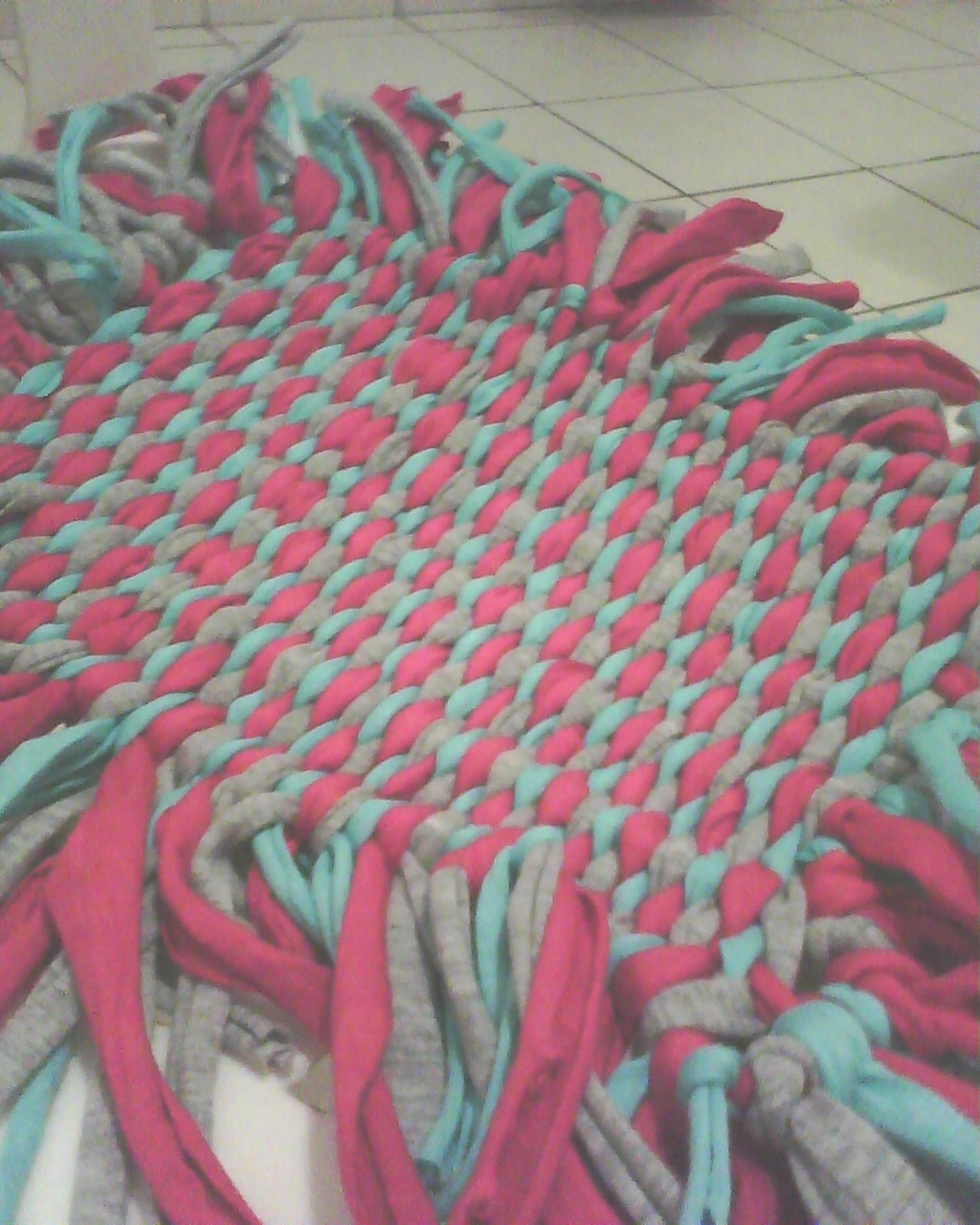 Recicl arte otra alfombra de totora - Como hacer alfombras con trapillo ...