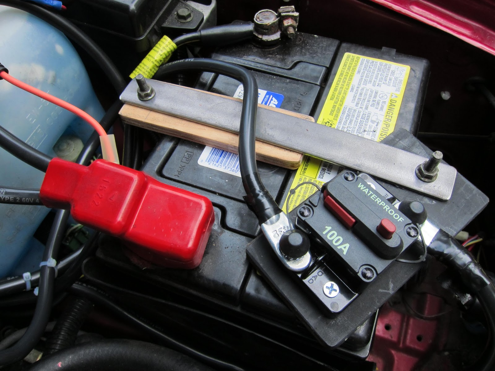Red Crow Gear Dual Battery System In A 1998 Subaru Legacy Outback