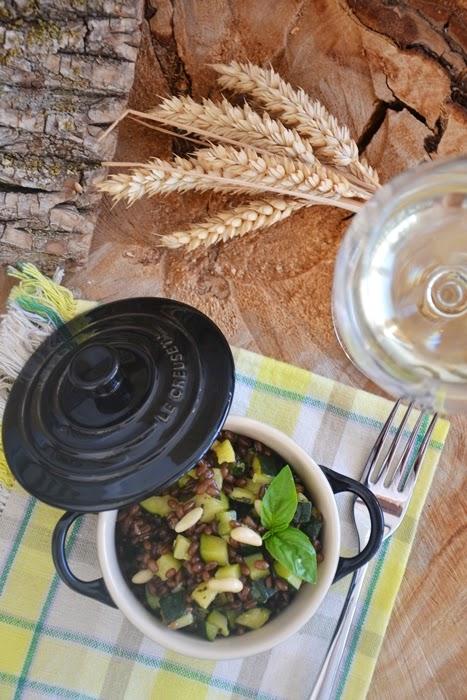 insalata di frumento integrale con zucchine, basilico e lime