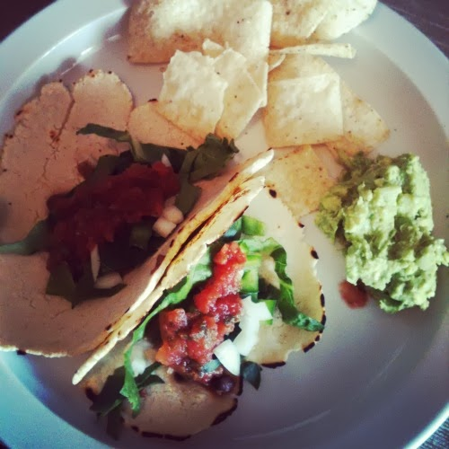 simplifying meals // bean and veggie tacos