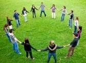 grupo de jovenes al aire libre