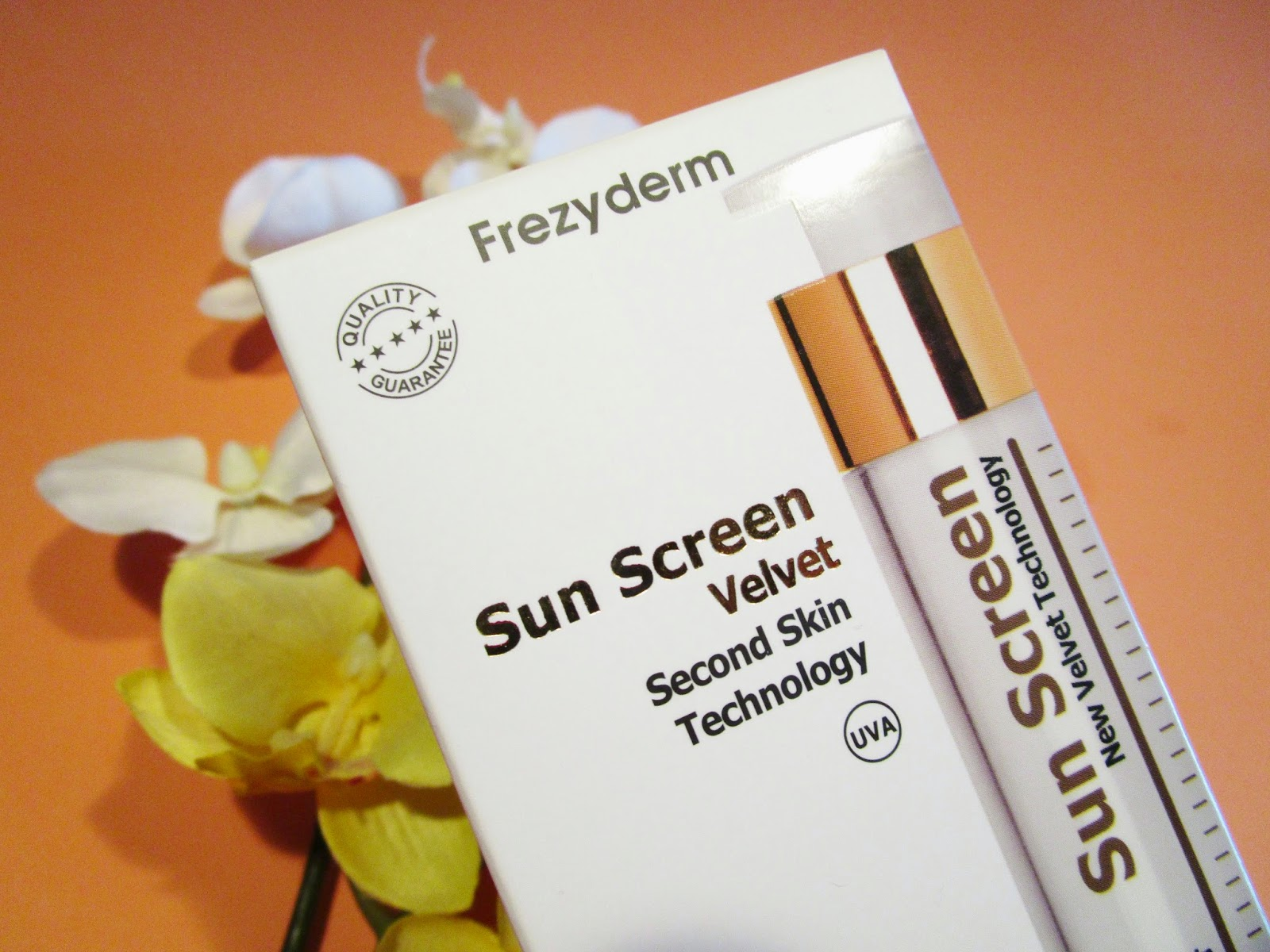 Velvet Sun Screen 50+ de Frezyderm