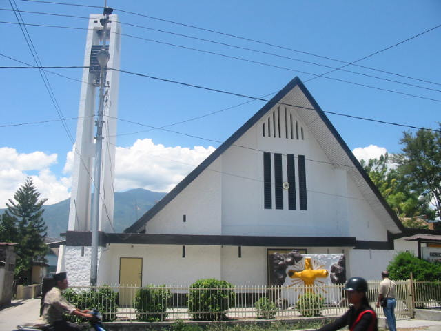 Peninggalan lainnya pada masa iniadalah bangunan Gereja Tua (Gereja