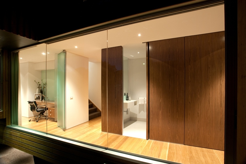 Glass wall on Kew House by Vibe Design Group