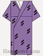 Bước 13: Vẽ hoa văn để hoàn thành cách xếp chiếc áo kimono bằng giấy.