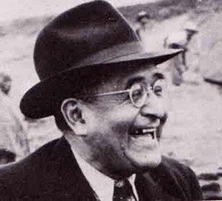 Julio C. Tello con linda sonrisa