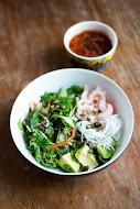 Vietnamilaista salaattia ja arpajaistunnelmaa