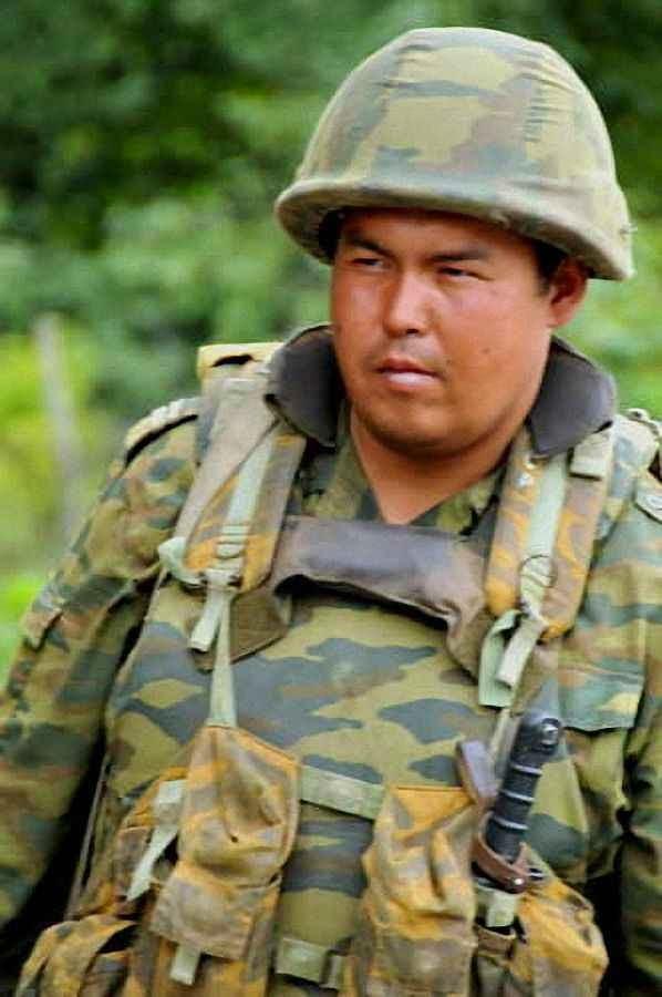 Soldado asiático servindo no exército russo, na Georgia