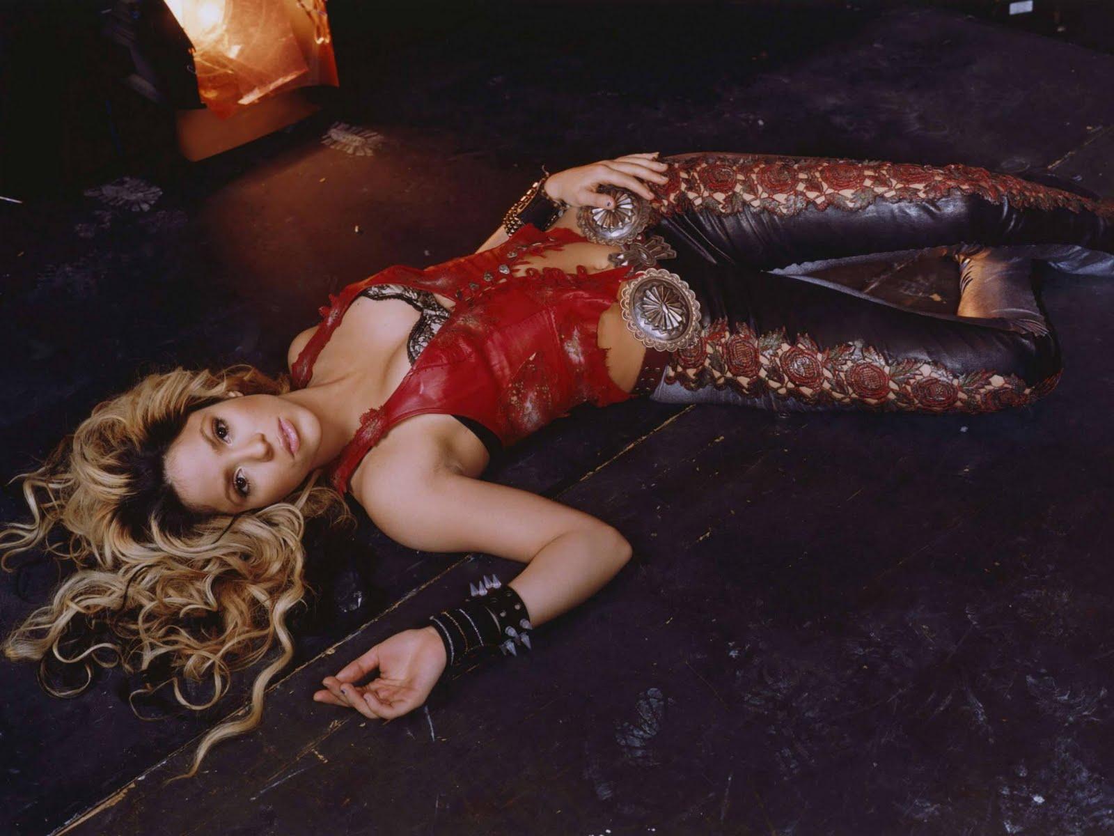 http://2.bp.blogspot.com/-ZWFIAIS9BF4/Ttz88gOtiHI/AAAAAAAACas/p_WL0Zmc7dA/s1600/Shakira_hips_dont_lie_picture_02.jpg