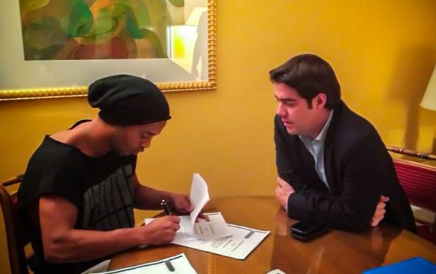 Ronaldinho en los Gallos Blancos