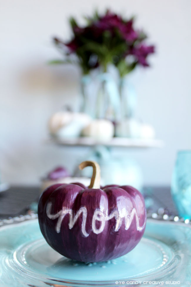 paint pumpkins for thanksgiving table, hand letter names on pumpkins