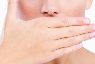Makanan Alami Ini Dapat Hilangkan Bau Mulut Anda