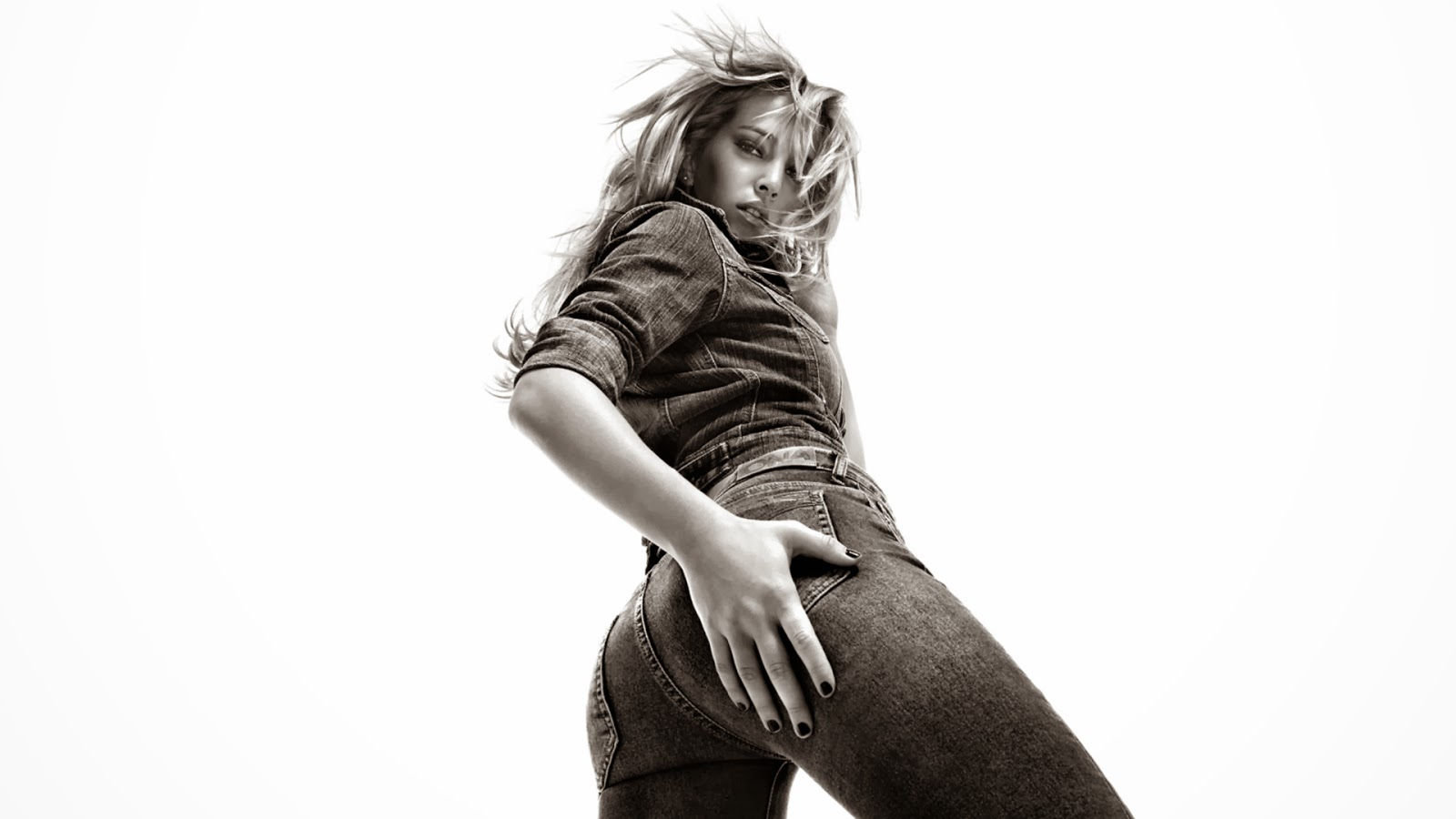 Luisana Lopilato Sexy Ass Jeans Wallpaper