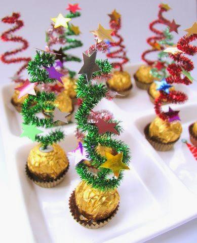 adems nunca suelen faltar en la mesa de navidad esta idea de usar estos famosos bombones como base para recrear un rbol de navidad nos parece estupenda