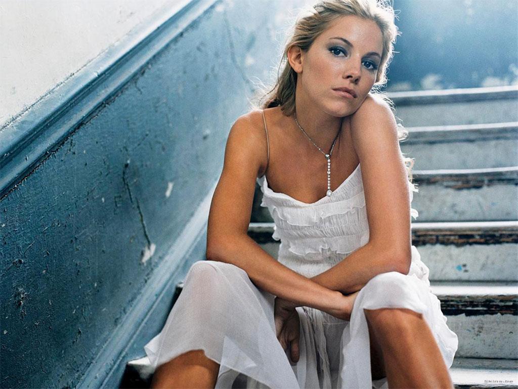 http://2.bp.blogspot.com/-ZXOk3_te9sY/TcNcvFO3JBI/AAAAAAAAD5I/fn4DO1BnvpA/s1600/Sienna-Miller-hair-style-tattoo-%20jude-law-pics-hairstyles-fashion-dress%20%289%29.jpg