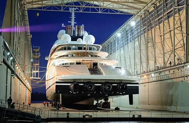 Mega Yacht Keluarga Kerajaan UAE Paling Besar di Dunia Mengalahkan Punya Roman Abramovich