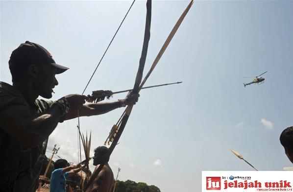 Suku Indian Amazon dari suku Xingu, Tapajos dan Teles Pires yang ...