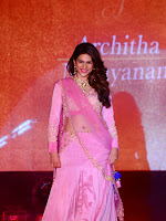 Shraddha das latest sizzling Ramp walk photos-cover-photo