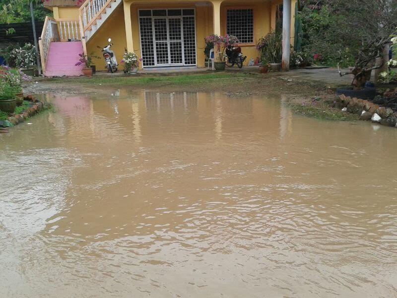 Banjir besar melanda kampungku