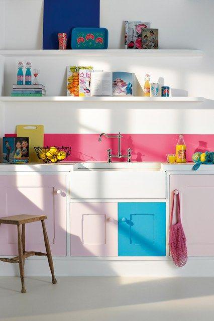 cozinha com armários rosa