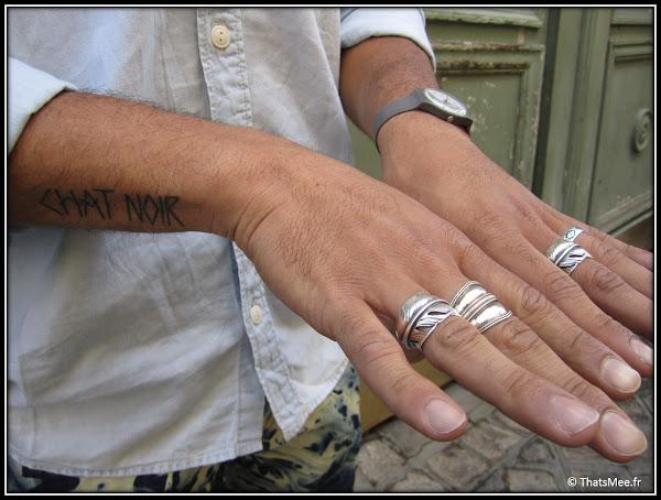 Style de la Semaine , bagues hommes plume de Thailande, bagues achetées au kilo, tatouage Chat noir,