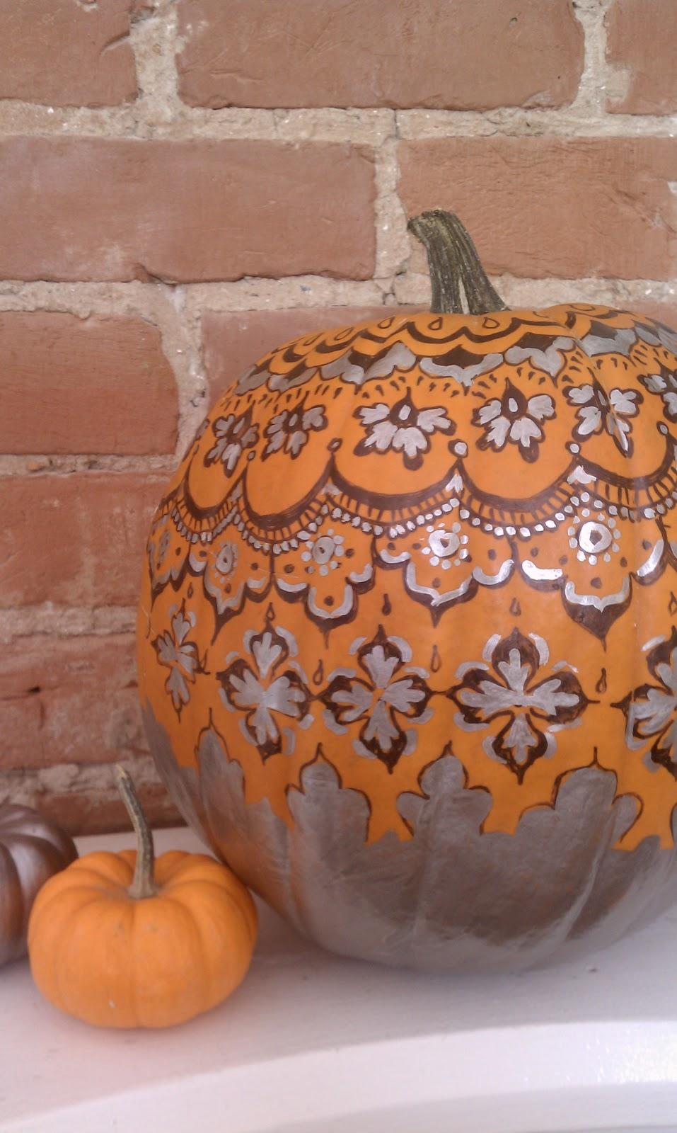 Nadia 39 s diy projects diy sharpie doodle pumpkin for White pumpkin designs