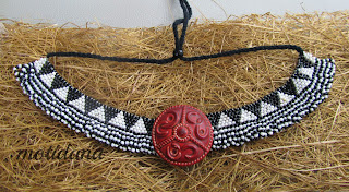 brick stitch , black and white necklace