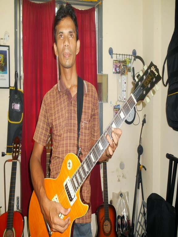 ZAMREES MUSIC WITH GIBSON LESS PAUL GUITAR